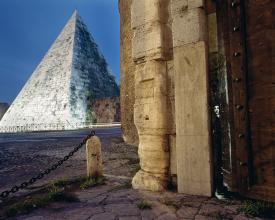 <em>At Pyramide</em>, 2003